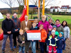 Gewerbeverein Waldems übergibt Erlös des Kinderhalloweens an den Bermbacher Kindergarten